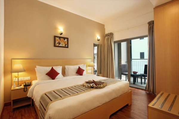 Starlit Suites Cochin - 1 BHK - Queen Bed