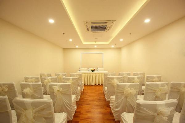 Starlit Suites Cochin - Banquet Room 2