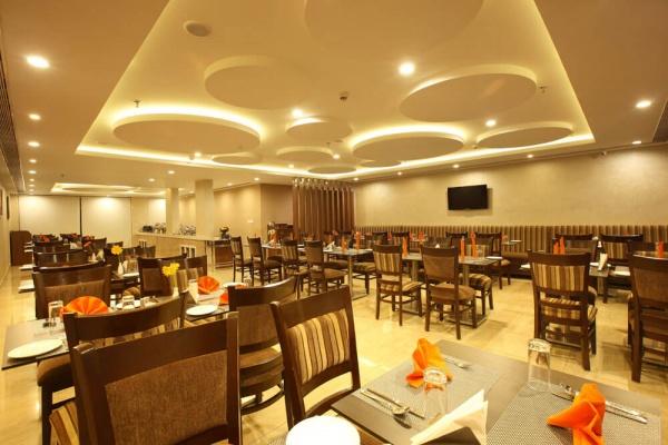 Starlit Suites Cochin - Restaurant