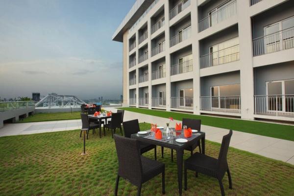 Starlit Suites Cochin - Rooftop Garden Deck
