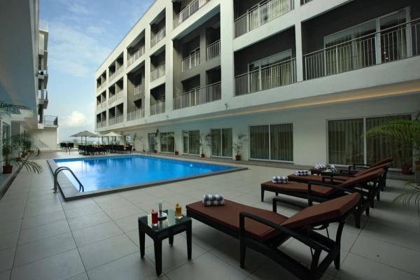 Starlit Suites Cochin - Swimming Pool Deck